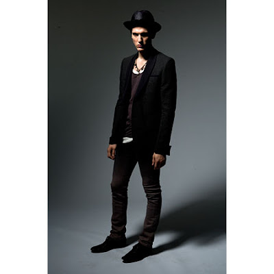 Robert Geller Bohemian Styling And Classic Tailoring The Mix Of Formal Casual Silhouettes Romantic Colors Subtle Texture Evokes A Hazy Spring