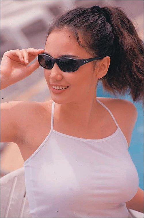 Alicia douvall topless beach