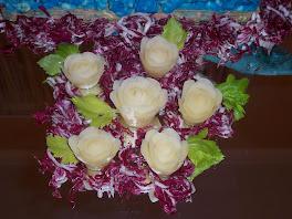 giardino con rose di patate