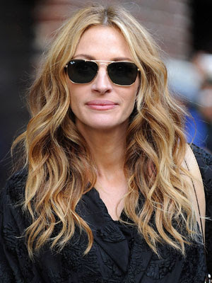 Filed under: Bangs , Elegant Hairstyles , Julia Roberts Hairstyles