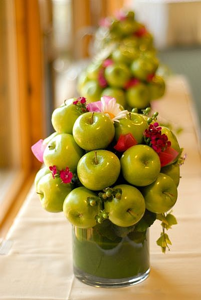 are some apple centerpiece
