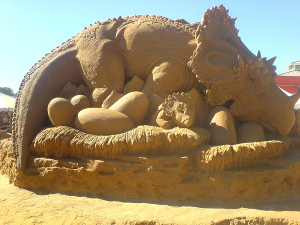 damn fresh pics  cool dinosaurs sand sculptures
