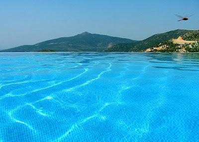 Damn Fresh Pics Coolest Infinity Pools Around The World