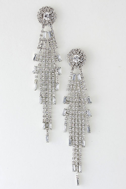 Wouldn T These Earrings Be Perfect For A Holiday Party This Season They Also Come In Gold And Black