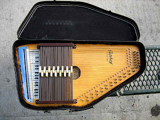 Sis furthermore 2008 09 01 archive likewise 371834771211 furthermore Antique Autoharps besides 14 Musical Instruments. on oscar schmidt model 15 ebh r