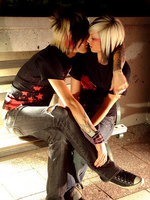 What a cute emo couple kissing