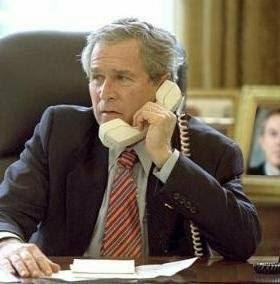 George W. Bush y teléfono