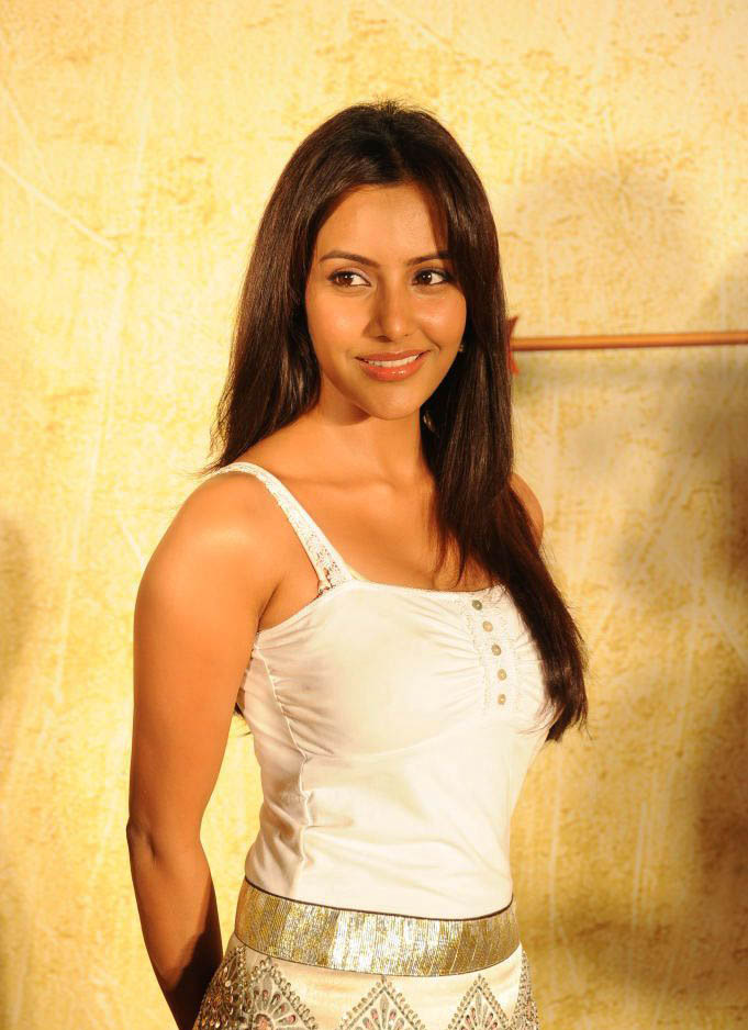 Actress Priya Anand latest photoshoot