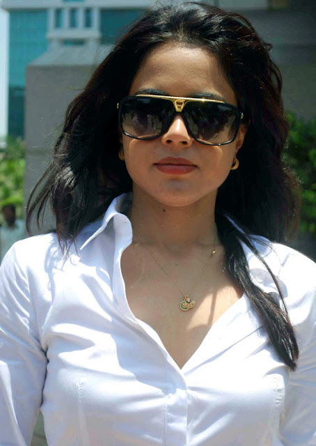 http://1.bp.blogspot.com/_2lIhEKmhkcQ/S9COU-Zbz1I/AAAAAAAAD0U/Rs-UyODSxfA/s1600/Actress-Sameera-Reddy-hot-photos-in-white-123bolly-com-20.jpg