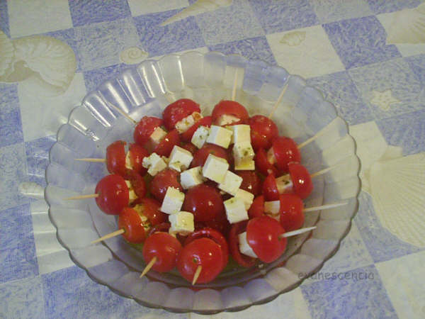 ensalada de tomates cherry y queso feta