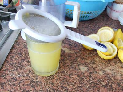 colar el zumo de limon