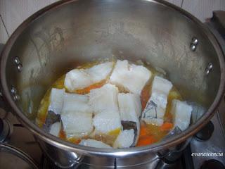 lomo bacalao sobre verduras