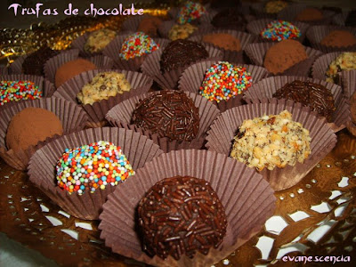 distintas trufas de chocolate