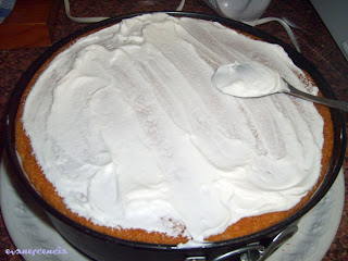 cubrir tarta con nata