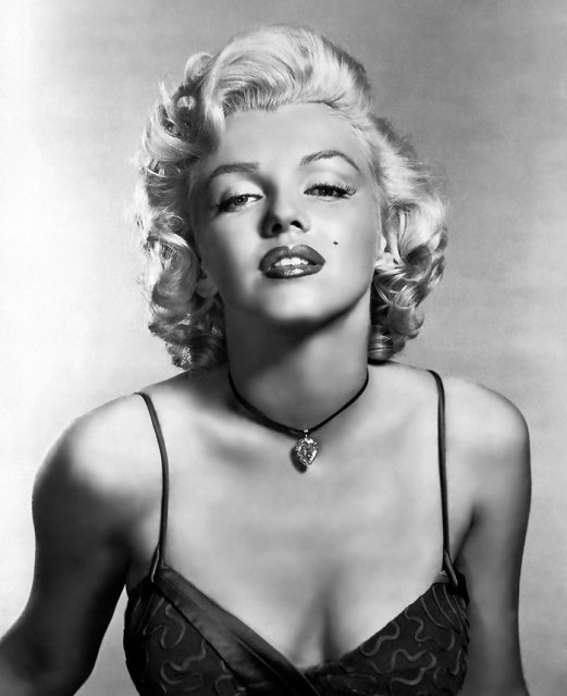 marilyn monroe boobs