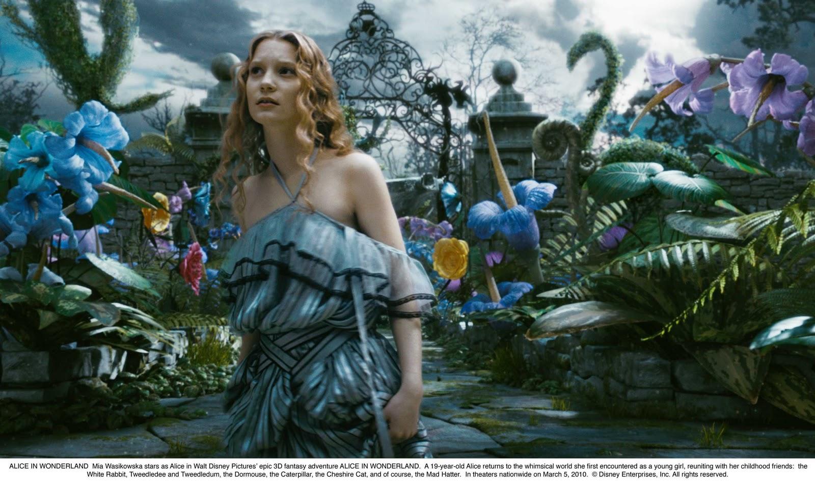 http://1.bp.blogspot.com/_2n9G8hS3AbI/TUt7_vk6V5I/AAAAAAAACE0/8f7hxJUENlI/s1600/Alice+in+Wonderland+New+Wallpaper.jpg