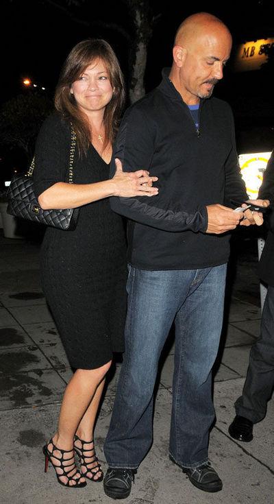 Valerie bertinelli marries longtime boyfriend page 2 for Who is valerie bertinelli married to