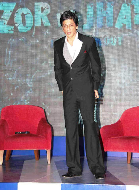 celebrity gossips shahrukh khan highest paid bollywood actor celebrity on small screen in the reality show zor ka jhatka total wipeout
