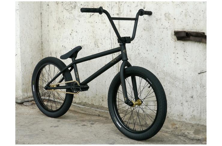 http://1.bp.blogspot.com/_2q2H9utaC5o/TUXTNswV-1I/AAAAAAAAAE8/YVWkUyskw3M/s1600/wethepeople-envy-2011-bmx-bike-8.jpg