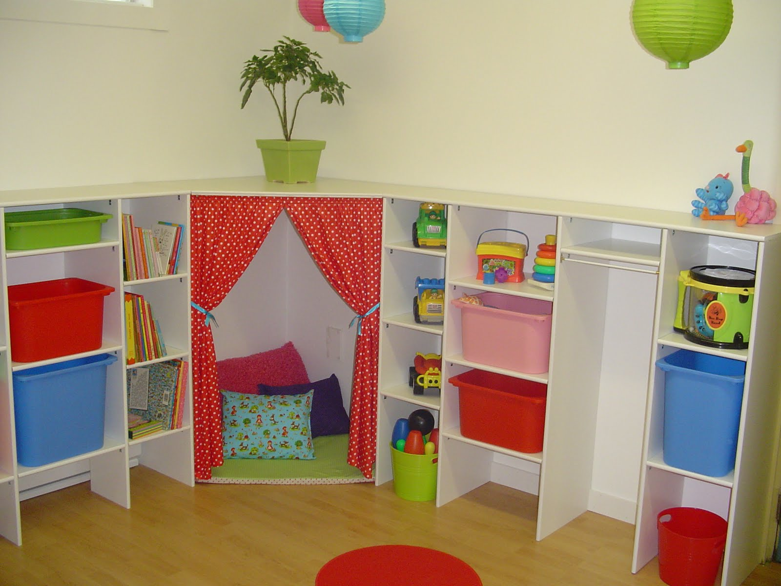les petits pois sont rouges. Black Bedroom Furniture Sets. Home Design Ideas