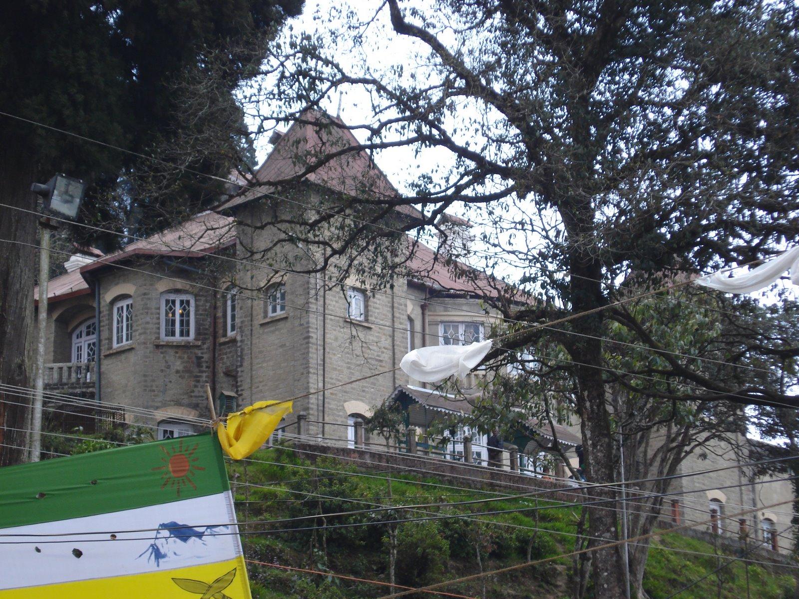 http://1.bp.blogspot.com/_2tE57PZSvMk/S9vCT16VkBI/AAAAAAAAAVg/G8C7MNIISzM/s1600/Loreto+College+Darjeeling+3-20-2008+11-31-31+AM+3072x2304.JPG