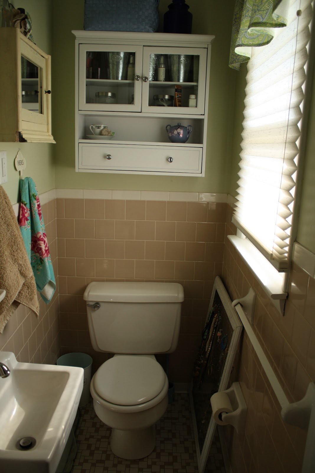 Our insanely ugly bathroom becomes primitive and proper - Primitive paint colors for bathrooms ...