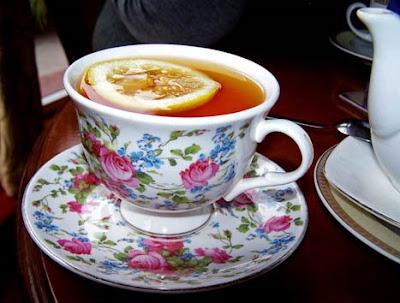 1.bp.blogspot.com/_2v34Wu-1238/SclGlbtYlHI/AAAAAAAAGRA/wfpDk11oS_o/s400/Kawiarnia+EUROPA-+herbata+w+slicznej+filizance.JPG