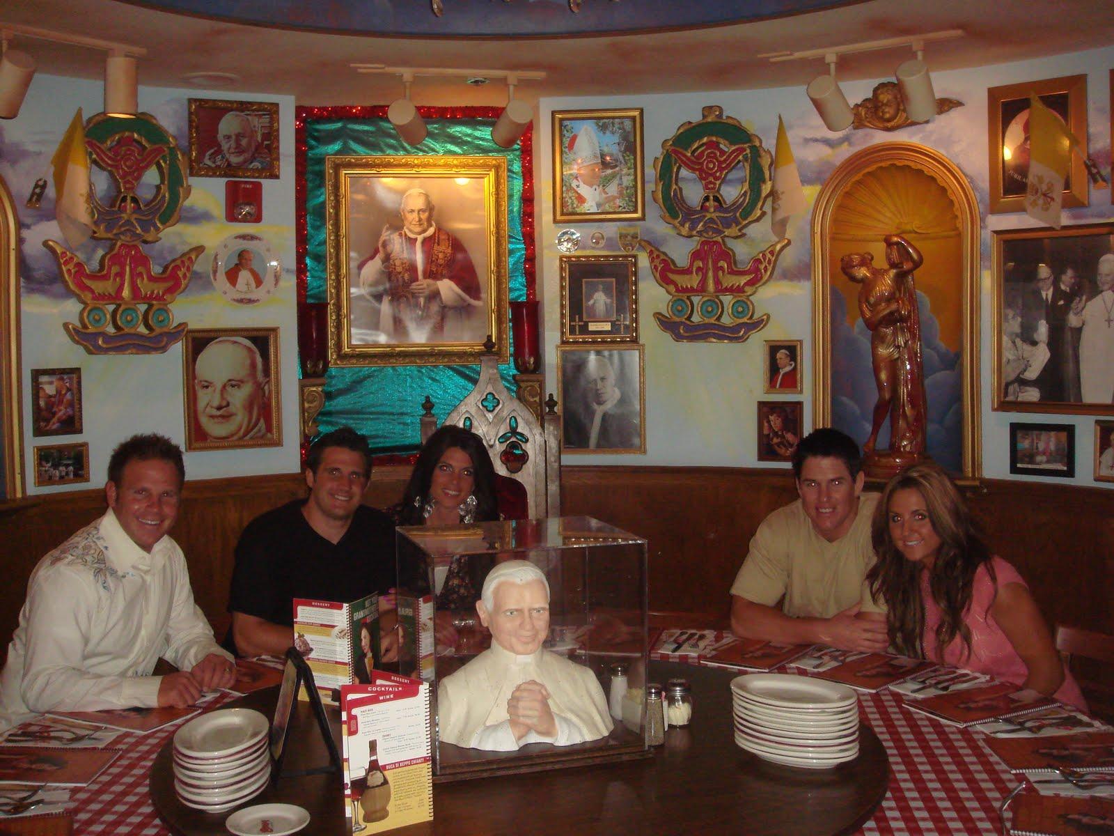 100 buca di beppo pope table italian restaurant interior stock photos u0026 italian restaurant - Buca di beppo pope table ...