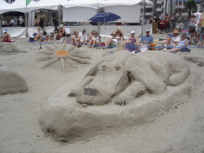 http://1.bp.blogspot.com/_2wk3z_EVyGY/SIf6ktopGCI/AAAAAAAAANw/wgPT_41E0Us/s400/SC+Ocean+Festival++Dog+Sand+Sculpture.jpg