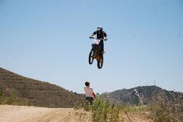 Amancio Saltando por encima de Kuman.