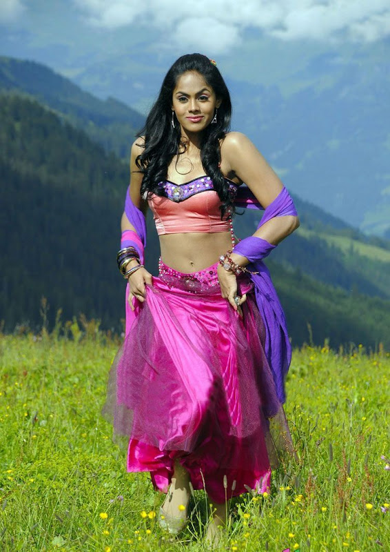 Photos Tamil Actress Karthika In Ko Movie New PhotogalleryStills glamour images