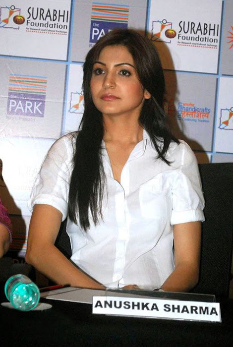 anushka sharma at handicrafts promotion glamour  images