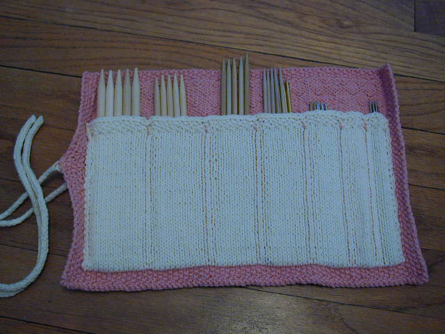 a knitted dpn roll in pink and grey