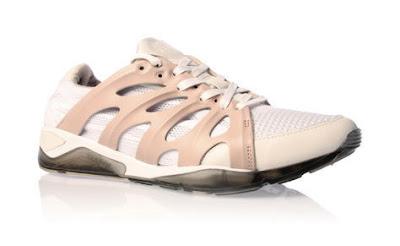http://1.bp.blogspot.com/_2zMxGeRNL3Q/SbnZus6_rwI/AAAAAAAAB5k/-7EhDdKi5OQ/s400/mcqueen-for-puma-ribcage-white.jpg