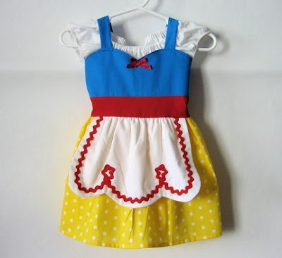 Fashioned Dresses  Aprons on This Snow White Inspired Child S Apron Has To Be Hands Down The Cutest