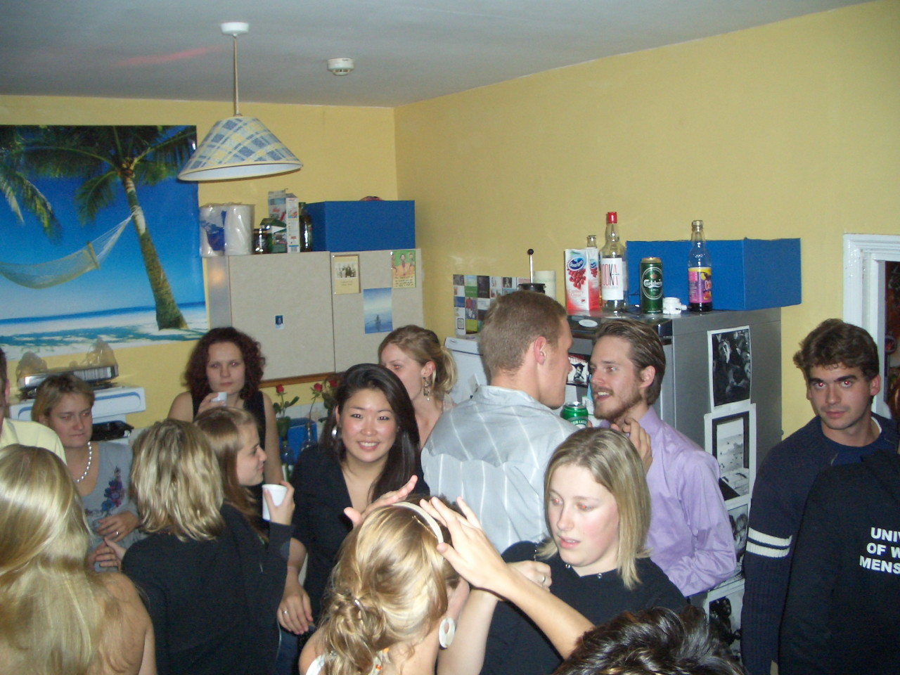 http://1.bp.blogspot.com/_3-h7k_OIJk0/Sw8w8DL_CLI/AAAAAAAAB9E/CW_A1xmHop4/s1600/house_party_october.jpg