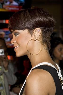 http://1.bp.blogspot.com/_30PRmkOl4ro/Sci6THkWolI/AAAAAAAAMHU/3OrkxvOI5Iw/s400/Rihanna+Hairstyles+Hysteria.JPG