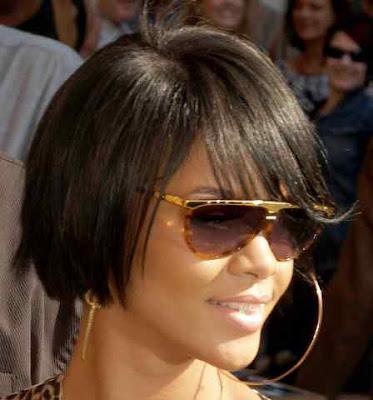 Short haircut styles Rihanna