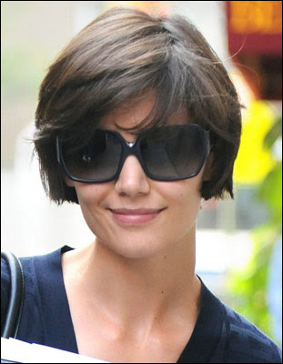 katie holmes short hair 2011. Trendy short hairstyle from