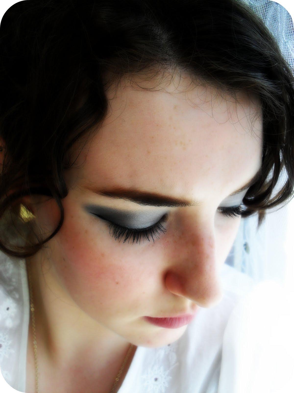 http://1.bp.blogspot.com/_3116g4s-h48/TFnR1SDssFI/AAAAAAAAAqM/G8KCA_lI4Gk/s1600/Grey+Eyes+3.jpg