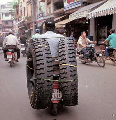 Las ruedas de repuesto de la moto