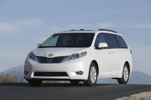 Front 3/4 view of 2011 Toyota Sienna