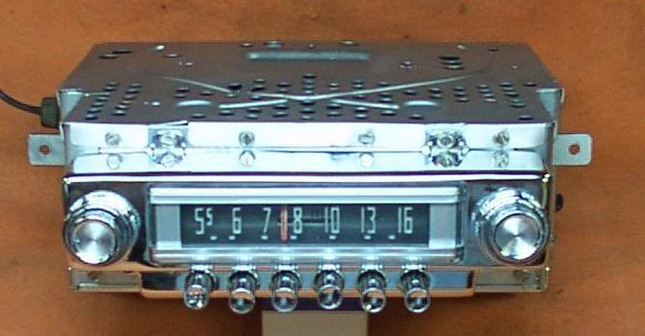 1950s or 1960s style pushbutton AM car radio