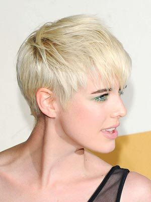 2010 Short Wedding Hairstyle. Short Hair can look feminine and very pretty