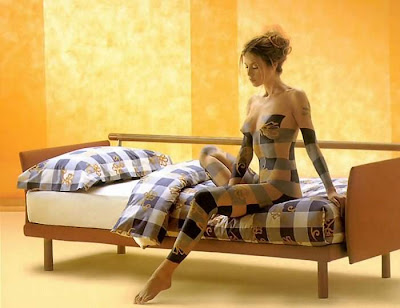 Bedsheet Body Painting