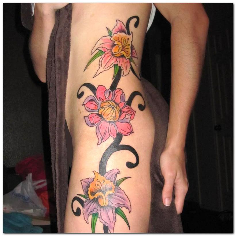 Body Painting: Flower Tattoo Ideas