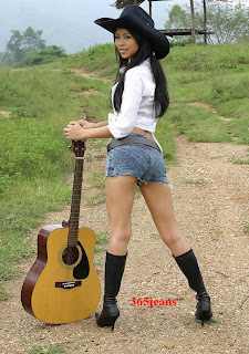 the wearing denim shorts girl play the guitar