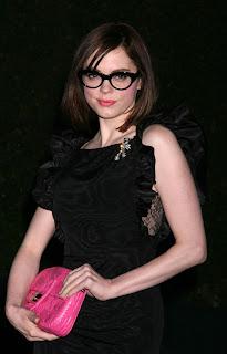 Rose McGowann: Sexy Nerd?