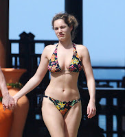Kelly Brook Sexy Bikini Pictures