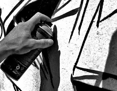 spray can,graffiti spray can